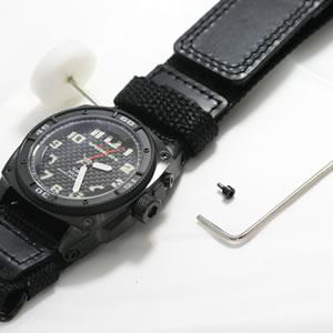 MTM時計 バリスティックバンドの取り換えは簡単です。