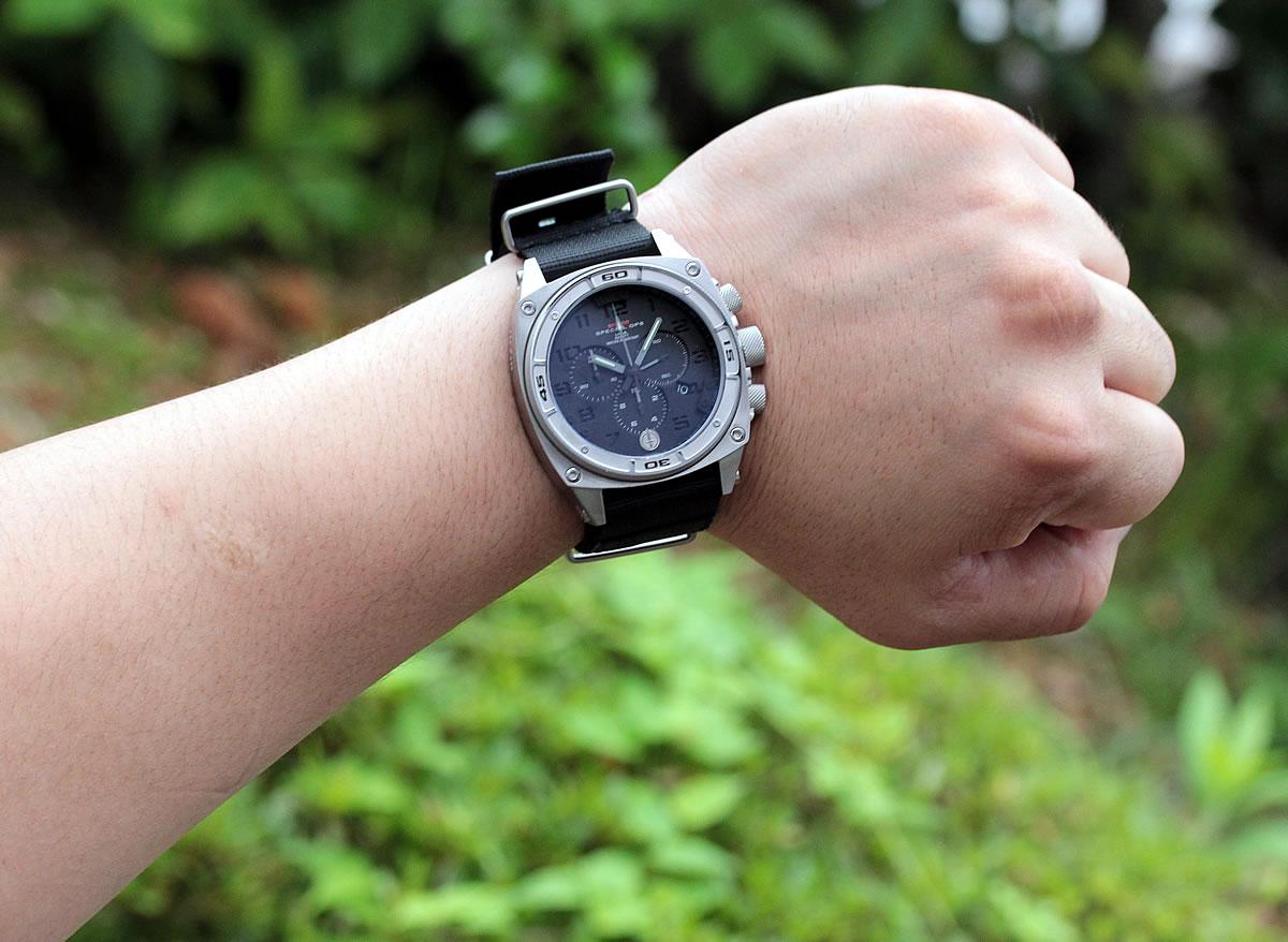 男らしい腕時計