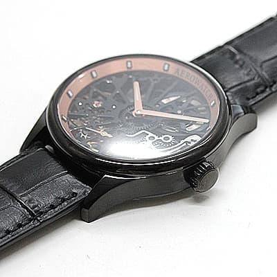 スケルトン腕時計