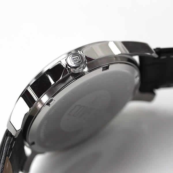 腕時計 側面