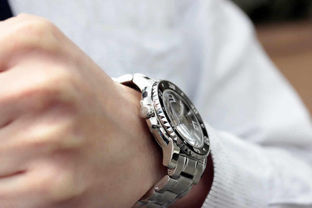 時計 側面