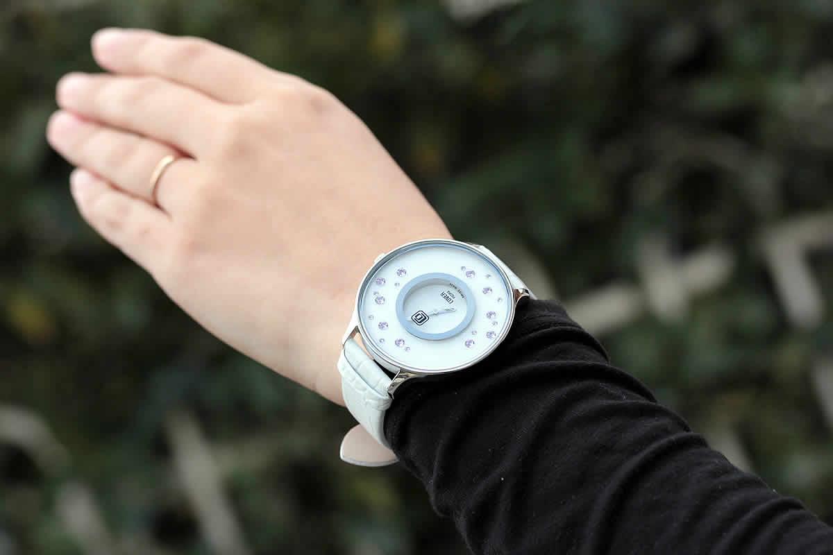 スワロフスキークリスタル腕時計