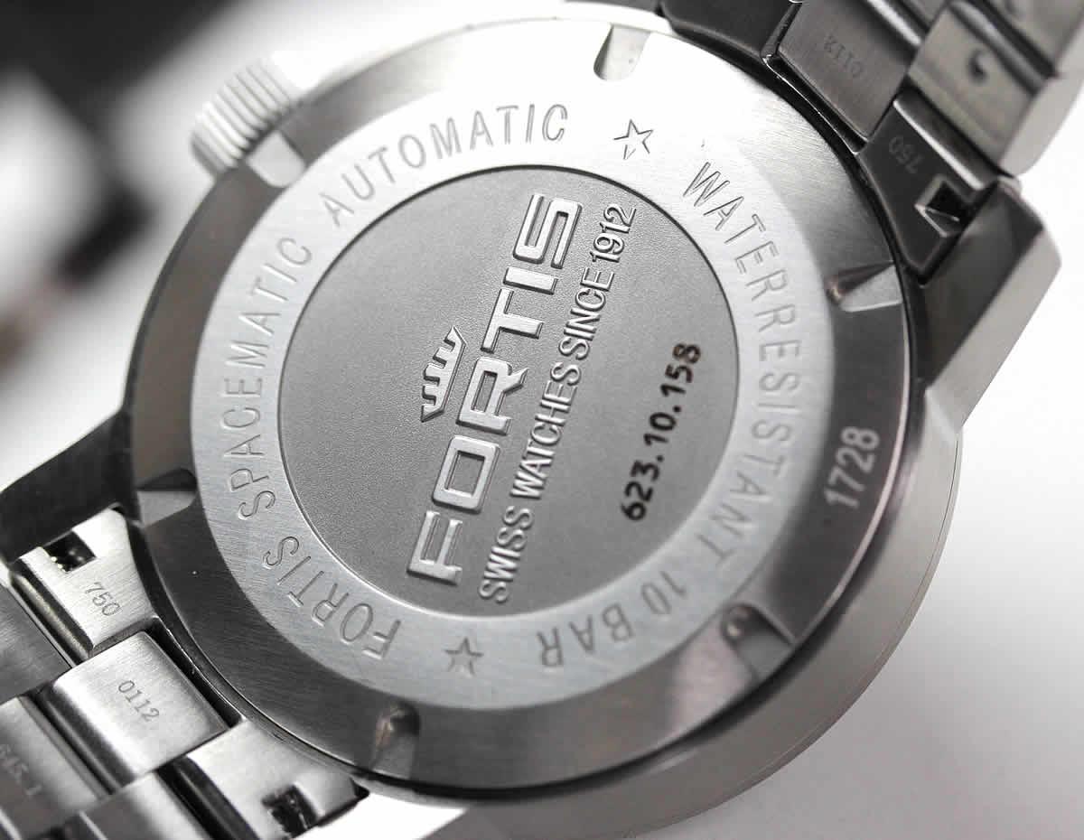 フォルティス腕時計 裏ぶた
