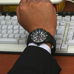 ブラック腕時計