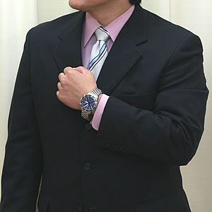 スーツにも似合う腕時計