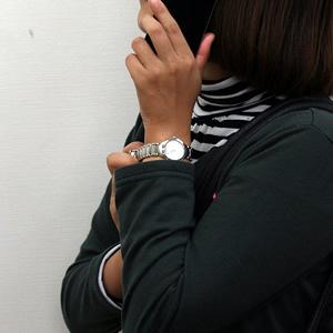 フレデリック コンスタント FREDERIQUE CONSTANT レディース 腕時計 正美堂 女性スタッフ着用画像