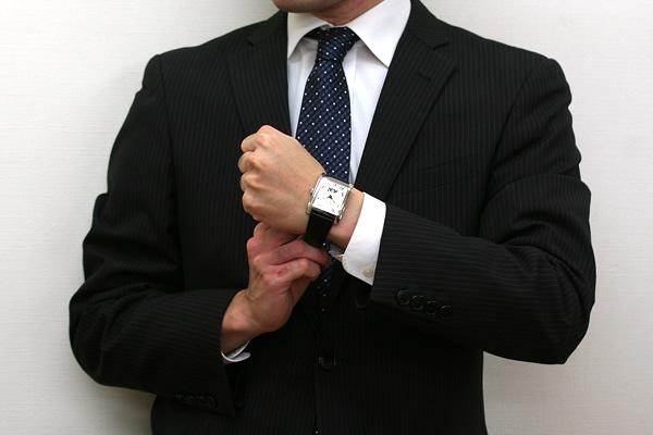 フレデリック コンスタント FREDERIQUE CONSTANT 腕時計 正美堂 男性スタッフ着用画像