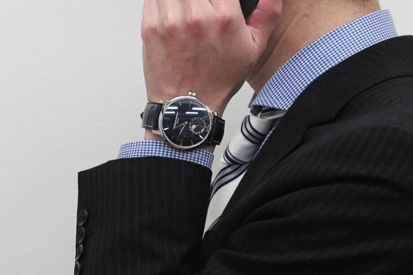 Epos Emotion腕時計 正美堂男性スタッフ着用