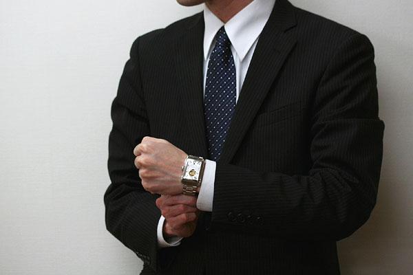 スーツにも似合うフレデリックコンスタント腕時計
