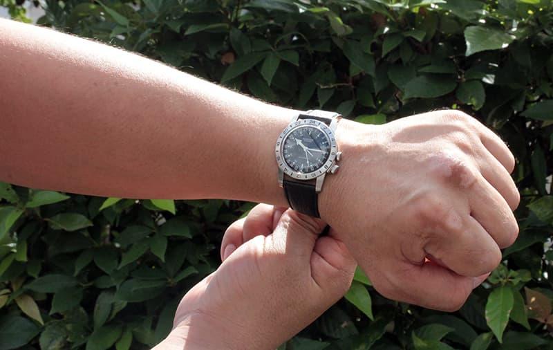 スーツにもジャケットにも似合う腕時計