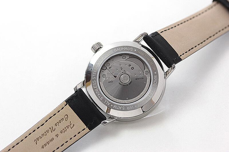 アイアンアニー 腕時計 バウハウス 裏面