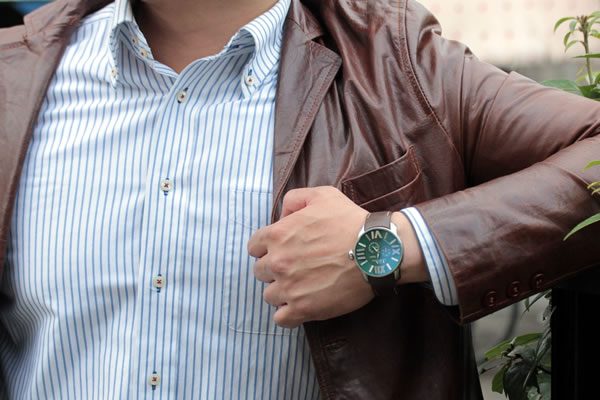 スーツにも似合うイタリア腕時計