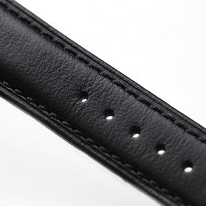 ベルトステッチの色も黒で統一されています