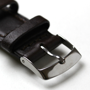 尾錠タイプの革ベルト