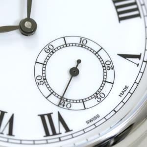 6時方向には秒針を表示するスモールセコンド