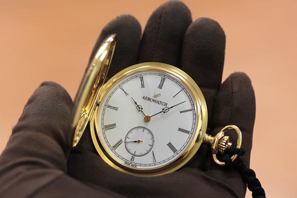 重厚感のある金無垢懐中時計
