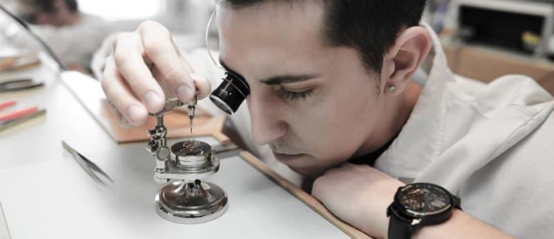 もともと時計パーツメーカーとして、その知名度を持っており、1910年の第一次世界大戦中に誕生し、その実績を伸ばしていきました。