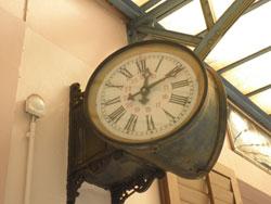 スイス klus(クルス)駅に現存する駅舎時計