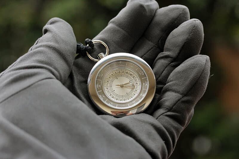 江戸時代の時刻を現在に蘇えらせた平成式和時計は、贈り物に大人気の「江戸之刻印」懐中時計。