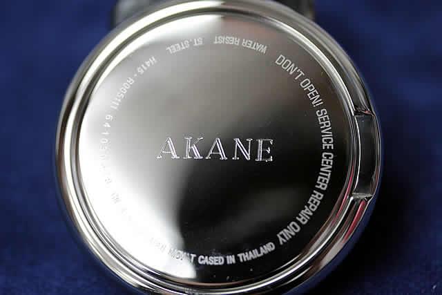 女性へのプレゼントに、相手の名前を刻印した例。