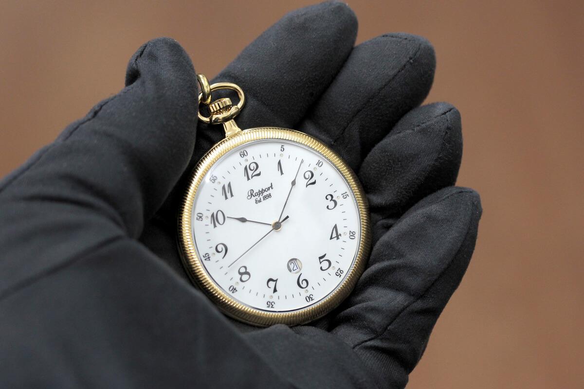 イギリスブランド rapport(ラポート) 懐中時計 pw32 手に乗せたイメージ