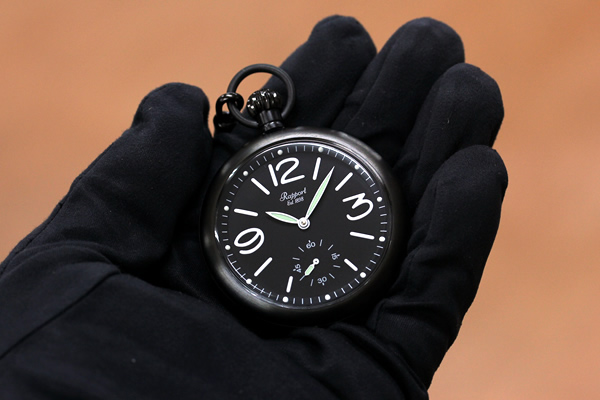 ラポート懐中時計 pw35 手に持った状態
