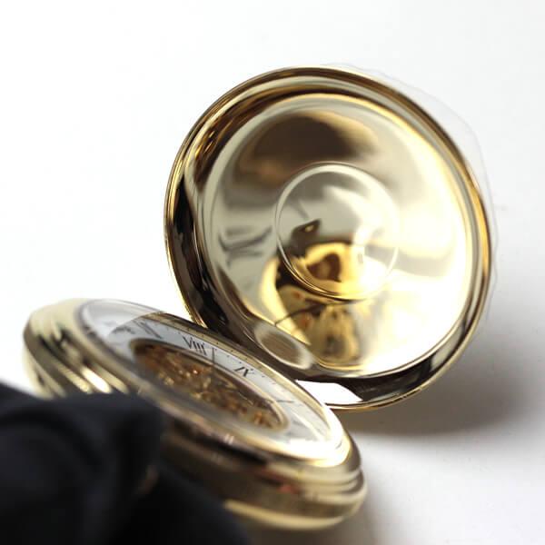 イギリスブランド rapport(ラポート) 懐中時計 pw96 蓋を閉じた状態のアップ