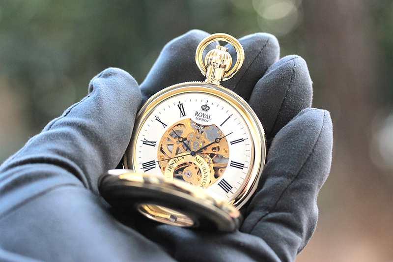 イギリスブランド ROYAL LONDON (ロイヤルロンドン) 懐中時計 9808088 の両蓋開きスケルトンモデル