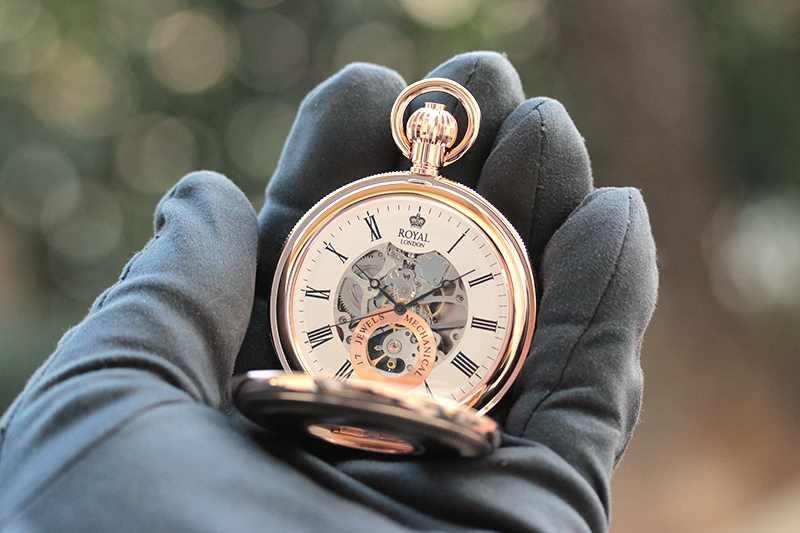 イギリスブランド ROYAL LONDON (ロイヤルロンドン) 懐中時計 9808089 の両蓋開きスケルトンモデル