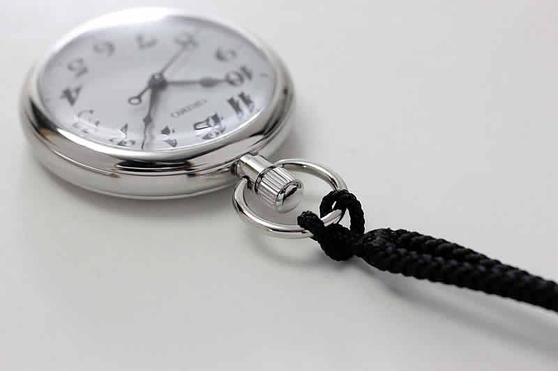 セイコー鉄道時計 紐がついています。
