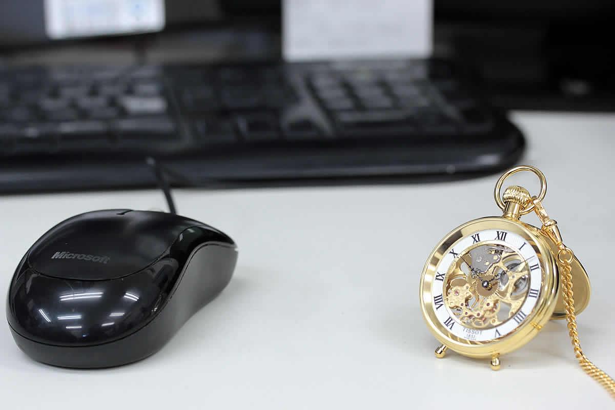 テーブルクロックにもなる懐中時計