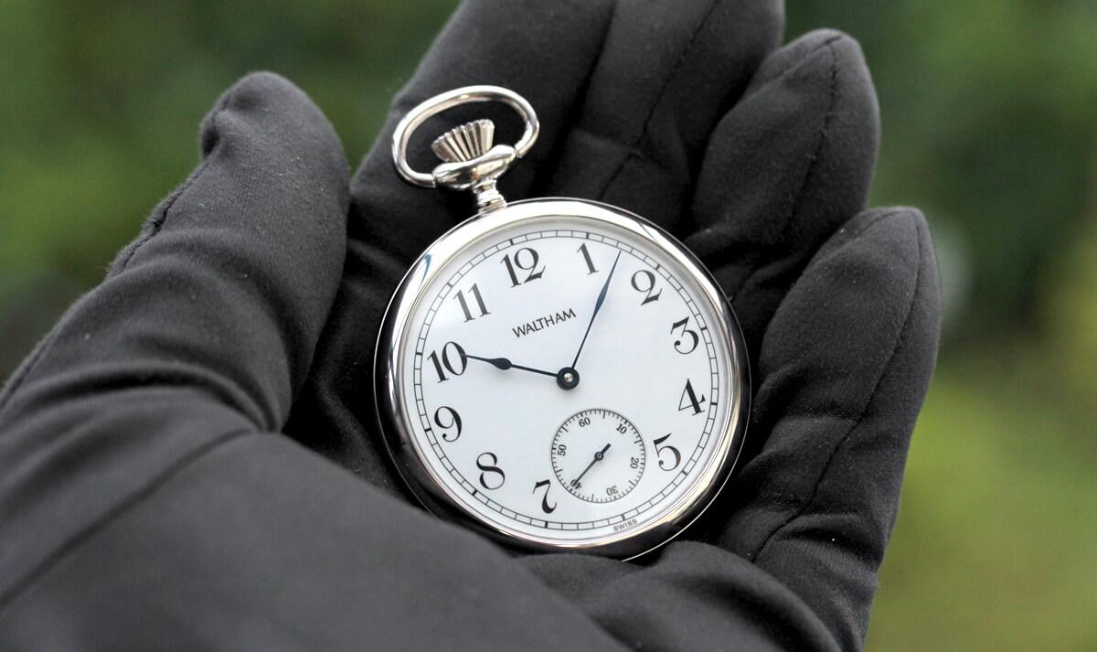 ウォルサム銀時計裏側