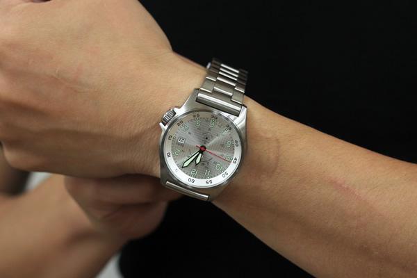 Kentexケンテックス クォーツ 腕時計 正美堂男性スタッフ着用