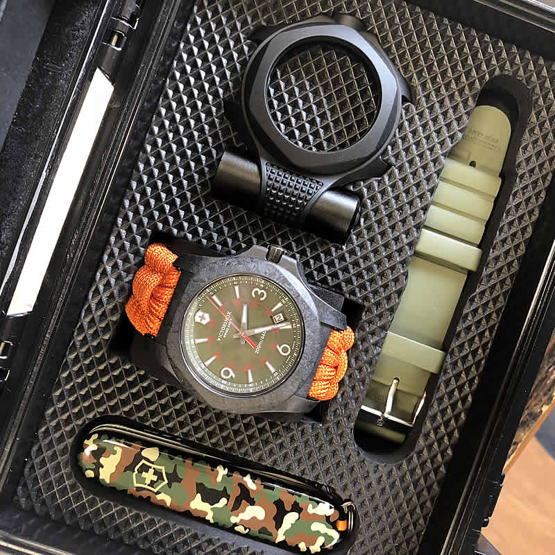 アクティブなカップルに似合うビクトリノックス腕時計