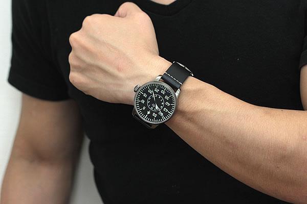 パイロットウォッチ 視認性高い腕時計