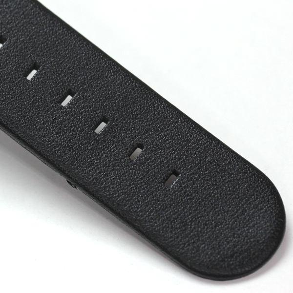 ベルト素材はラバータイプ。革ベルトと違い、お手入れが簡単です。