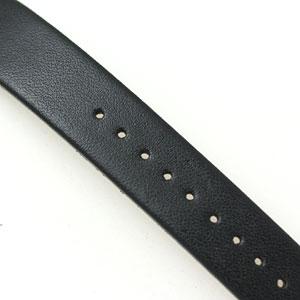 ベルトはブラックレザー。きめ細やかな質感です。