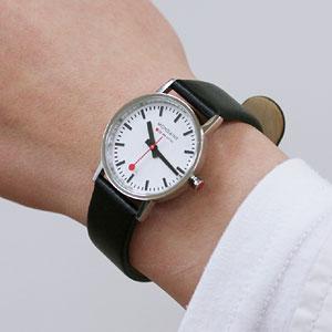 モンディーン 腕時計 ニュークラシック メンズ 女性着用イメージ