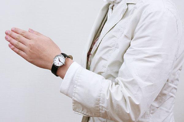 モンディーン 腕時計 女性着用イメージ