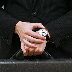 モンディーン 腕時計 ニュークラシック メンズ 男性着用イメージ