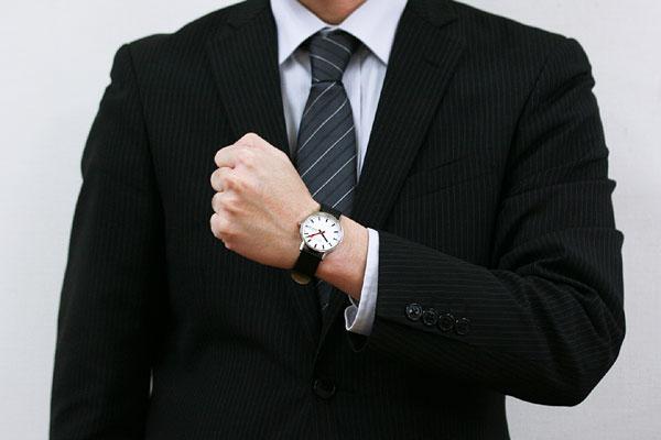 モンディーン 腕時計 男性着用イメージ