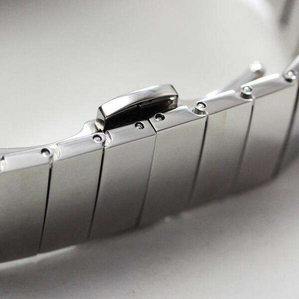 MOVADO EDGE モバード エッジ のステンレスベルト プッシュ式 観音開きタイプのバックル