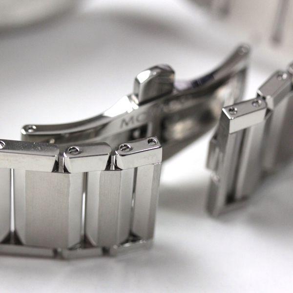 尾錠部分もブラックPVDコーティングされています。
