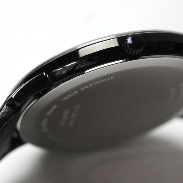 ブラックPVD加工された薄型のケース