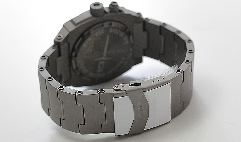 チタニウム素材 腕時計 肌に優しく軽い。