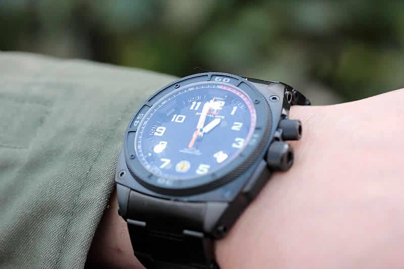 スーツにも似合う腕時計です