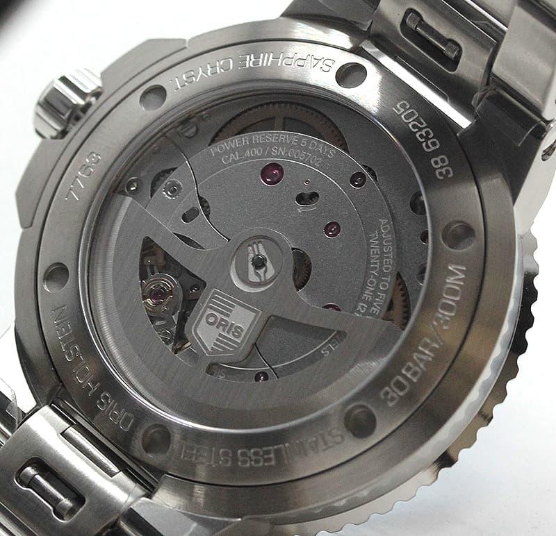 キャリバー400は、オリス社のエンジニアたちによって開発された、高精度な耐磁性ムーブメントです。