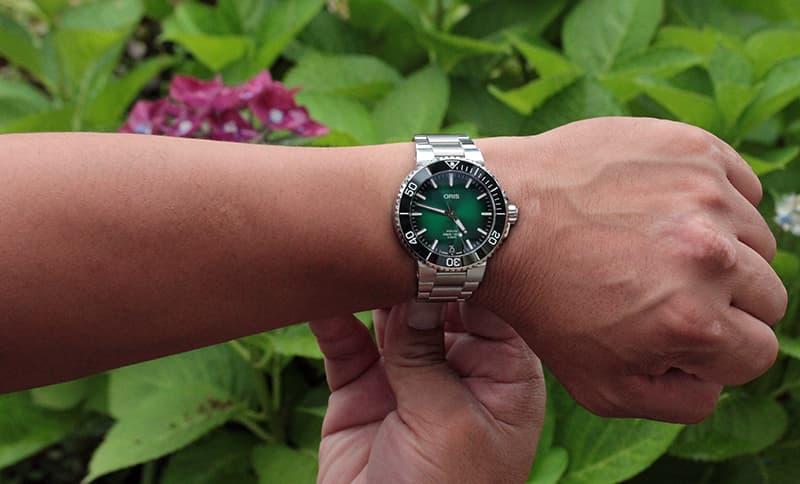 スーツにも似合う腕時計 41.5mmサイズ