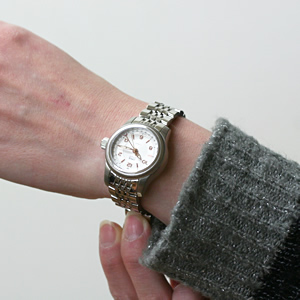 ORIS 腕時計 正美堂女性スタッフ着用