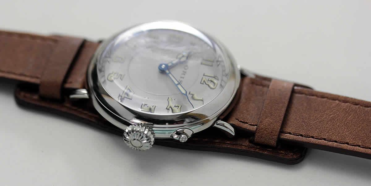 クラウン1917 リミテッドエディションは歴史的な時計であり、オリスの豊かな時計製造の遺産を思い起こさせる魅力的な時計です。この限定商品はオリス初のパイロット用腕時計を忠実に再現しています